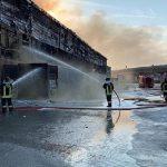 Italia: Un incendio de gran magnitud se registró en el puerto de Ancona