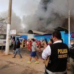 San Juan de Lurigancho: Un gran incendio consume mercado de Canto Grande