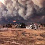 Un espectacular incendio quema más de 500 km cuadrados y obliga a cerrar un parque natural en Colorado