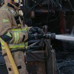 Bomberos trabajan en la extinción de un incendio declarado en una planta de reciclado de Torre Pacheco
